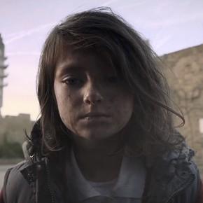 Vídeo mostra vida de menina refugiada